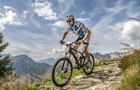 """Bei der neuen """"Steinbock Challenge"""" in St. Anton am Arlberg/Österreich messen sich am 24. August 2019 Hartgesottene auf dem (E-)Mountainbike. Bildnachweis: TVB St. Anton am Arlberg/Fotograf Patrick Bätz"""
